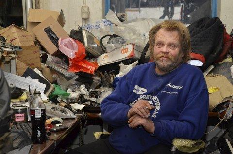 Bajas og myk mann: Når Leif Arne Rolfstad setter seg ned og det er litt stille i butikken, blir bajasen borte og det smyger seg fram en rolig mann. En som ikke liker urettferdighet og som viser stor omtanke for hvordan andre har det.