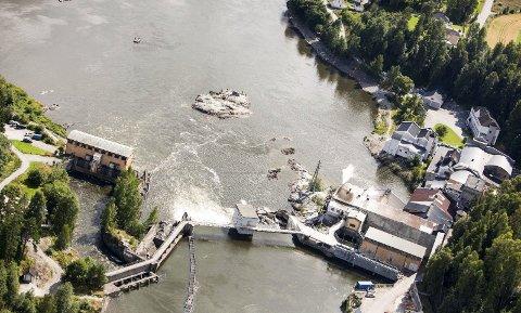Må sikre vann: Fylkesmannen pålegger Hellefoss Kreft AS å sørge for at det er tilstrekkelig vann i laksetrappa i Hellefossen, også ved strømbrudd.Arkivfoto