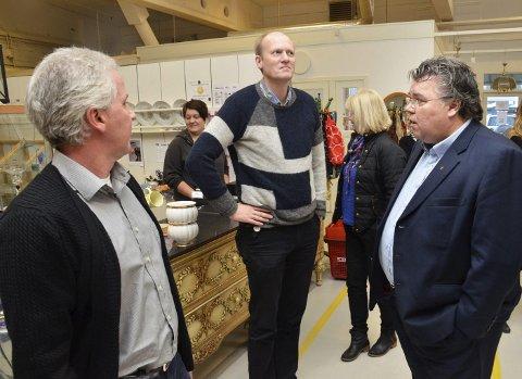 Besøk: Sverre Pedersen (f.v.) fikk fredag høre av Anders B. Werp og Morten Wold at de var imponert over hva bedriften har fått til.