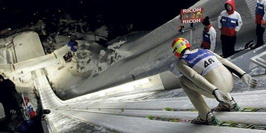 Her er det stille før stormen. Vi skriver 11. februar 2011, og Johan Remen Evensen er i ferd med å sette verdensrekord i Vikersund.