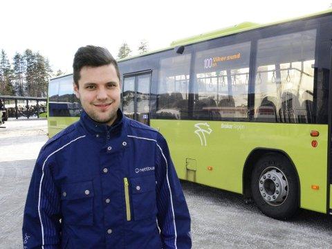 Fornøyd: Produktansvarlig Ole Ringerud hos Nettbuss Vikersund forteller at flere og flere ser ut til å benytte seg av det nye busstilbudet til Drammen stasjon.