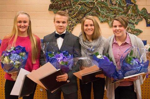 Prisvinnere: Kristiane Holm (f.v.), Eirik Rafn Hansen, Heidi Mårtensson og Inngrid Djupskås fra Drammen svømmeklubb mottok utviklingsstipend for idrett.