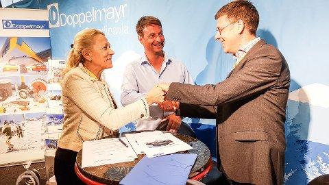 Norefjell skisenter signerer avtale om kjøp av stolheis til nesten 50 millioner kroner. Peter Strandberg, Doppelmayr, Marianne Heien Blystad, Marius Arnesen