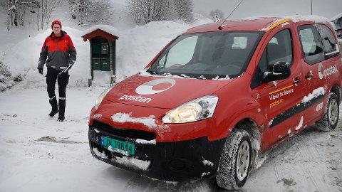 POSTKUTT: Om regjeringen får det som de vil, vil landpostbud Ole Raaen kun bli å se ved postkassestativet annenhver dag.