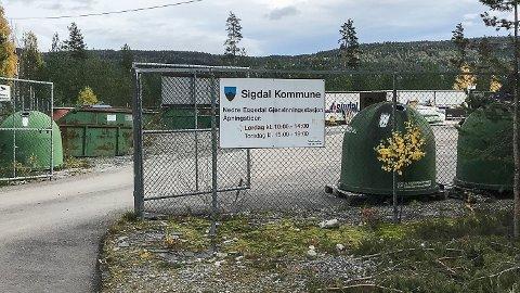SIGDAL: Mange reagerer i harnisk på RfDs vektrestriksjon. På hvilke kjøretøyer som tillates brukt til å levere privatavfall ved gjenvinningsstasjonen i Nedre Eggedal.
