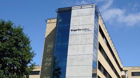 LIKER IKKE VEDTAKET: Vidar Løvf (FrP) er lite fornøyd med at kommunestyret i Modum mandag vedtok å beholde legevakten på Ringerike i fem nye år.