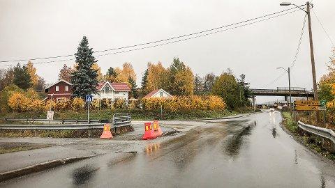 UTSATT: Geithusveien vil tidligst kunne bli forkjørsvei sommeren 2020.
