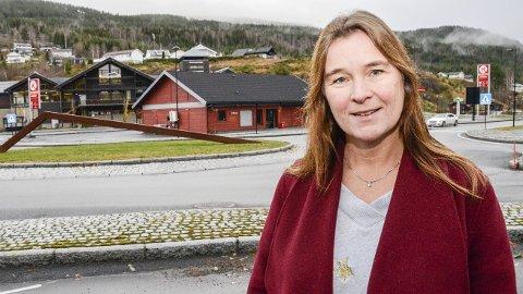 UTVIKLING: – Det er behov for å utvikle Noresund sentrum, og jeg håper mange finner veien til folkemøtet 3. desember. Da kan alle komme med innspill på hvordan de ønsker det skal bli i sentrum i framtiden, sier Ellen Anne Bye, som leder arbeidet med kommunedelplanen.