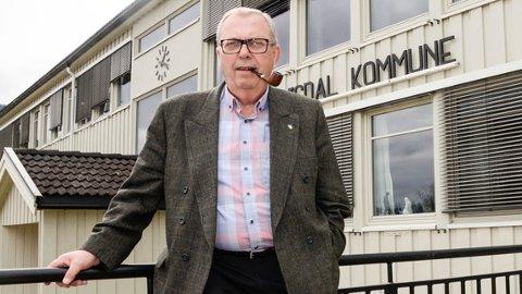 SKOLE: I 2025 vil skolene i Sigdal ha dobbelt så mange skoleplasser som elever.  - Det må derfor vurderes om vi kan få til et skolesamarbeid med Krødsherad, i stedet for at begge kommunene skal måtte bruke hundrevis av millioner på ny skolestruktur, sier Bård Sverre Fossen i Sigdal Høyre.