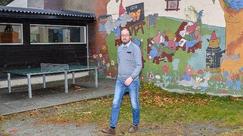NORESUND SKOLE: - Det mest fornuftige vil være å rive den gamle skolen og bygge en helt ny skole, sier rektor Erling Brekka.