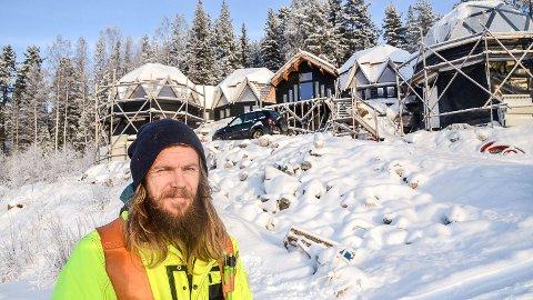 KUPPELHUSET I EGGEDAL: - Huset begynner å ta form, men jeg er neppe ferdig før på seinvinteren i 2020, sier den kreative selvbyggeren, Erling Baasen.