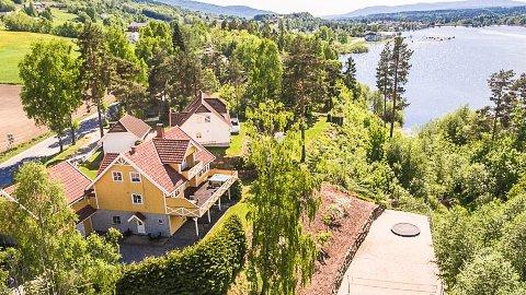 Stor prisnedgang: Denne boligen i Øst-Modumveien ble lagt ut til salg for 7,5 millioner, men prisen er nå redusert med 710.000 kroner.