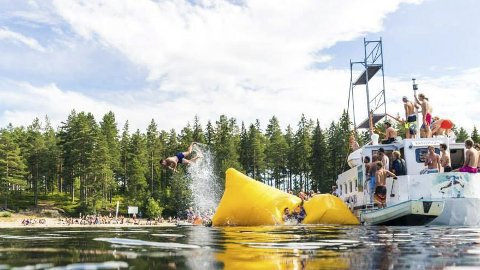 Sprell: Båten «Kryllingen» har pleid å ha en sentral rolle under Kryllingsprell. Her fra festivalen i 2015. «Kryllingen» kommer i ny versjon. ARKIVFOTO: MLand Pictures