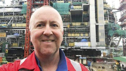 STOR JOBB: Knut Magnussen (52) fra Vikersund under arbeid på Samsung Heavy Industries i Sør-Korea, der han                    inngår i en norsk ekspertgruppe som skal teste at anlegget tilfredsstiller de meget strenge kravene som stilles til slike anlegg.
