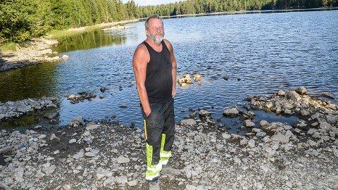 NOK VANN: - Selv om vannstanden har sunket noe i Urdvann, har vi fortsatt mer enn nok vann å ta av, sier Wiggo Ranheim.