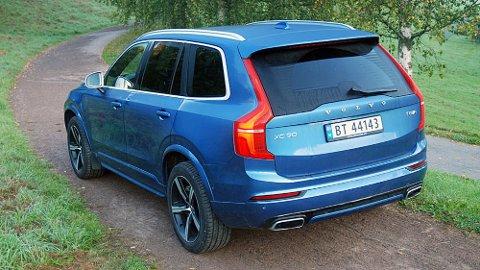 """LØNNER DET SEG EGENTLIG? Volvo XC90 T8 er bare ett eksempel på en ladbar hybrid med kort rekkevidde og relativt høyt drivstofforbruk når strømmen er """"brukt opp""""."""