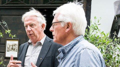 GODE RÅD: Ole Brunes (t.v.) og Ole Johan Sandvand fikk tirsdag mange gode råd fra statssekretær Anders B. Werp, om hvordan de bør jobbe med å få timeavganger med persontog til Vikersund. Men Werp hadde ingen fasitsvar å gi dem.