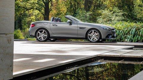 Mercedes SLC er drømmebil for mange. Her blir flere utgaver betydelig dyrere neste år.