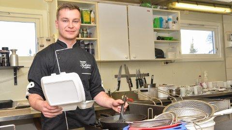 LETT LØSNING: – Det er stadig flere som velger å hente middagen hos oss, framfor å lage den på hytta, sier Pawel Polakiewicz ved Haglebu Fjellstue.