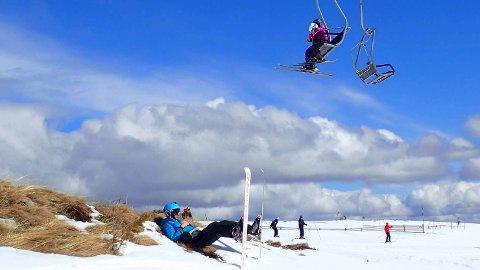 SKIFØRE: Norefjellsjef Marius Arnesen frykter ikke en snøløs påskefeiring, men andre steder i distriktet står påskesnøen i fare.