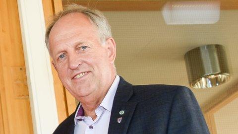 PENGER TIL VEI:  Olav Skinnes (Senterpartiet), leder av fylkets hovedutvalg for samferdsel, kan fortelle at det i 2019 er satt av over 600 milloner kroner til fylkesveiene i Buskerud.