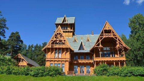 SESONGÅPNING: Søndag åpner Villa Fridheim dørene for sommerens utstillinger.