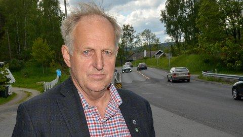 TULLPRAT: – Det er bare tullprat når Stegane hevder at jeg og Viken fylkeskommune ikke følger opp arbeidene som pågår på Sigdalsveien, sier Olav Skinnes (Sp).