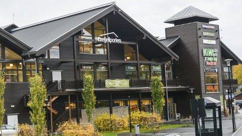 Solgt: Etter kjøpet samles mange av kommunens helstjenester i Norefjellporten.