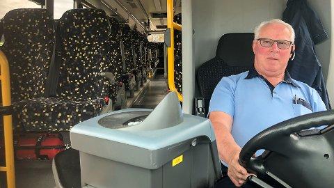 ETTERSPURTE TURER: Vi får stadig høre fra passasjerene at de ønsker seg et bedre busstilbud fra Drammen til Vikersund på kveldene, sier sjåfør hos Vy Buss AS, Sven Braaten.