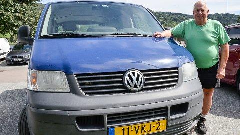 BER OM HJELP: Selv om Johan Angeleind har fått tilbake bilen og fått på den nye skilter, etterlyser han eiendelene som forsvant da bilen ble stjålet.