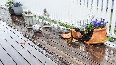 Hærverk: Slik så det ut på terrassen da familien Thomassen kom hjem tirsdag.
