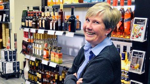 Musserende på topp: Eva Tobiasson merker godt at folk ønsker å kose seg med musserende sommerdrinker i varmen.