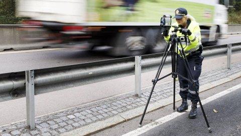 Det er særlig i 80-sonen at norske bilister innrømmer at de er harde på gassen. 86 prosent svarer at de bryter fartsgrensen «nesten alltid» eller «av og til». Og hele 22 prosent av mennene kjører alltid for fort.
