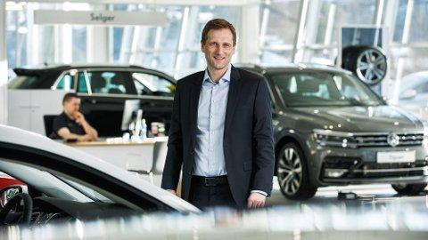 Petter Hellman ble tidligere i år konsernsjef i Møller Mobility Group, som er Norges største bilimportør. Han mener elektrifiseringen av biler blir en stadig viktigere del av konsernets omsetning. Likevel tror han det er på tide å stramme inn på fordelene elbilene nyter godt av i det norske markedet.