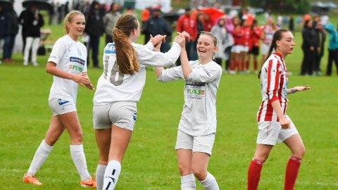JUBEL: MFKs jenter jublet under fjorårets Norway Cup. J18/19-laget kan du se i aksjon mandag.
