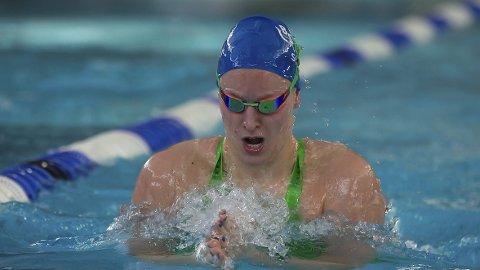 TO STAFETTGULL: Stine Lise Stenseth var bare fornøyd med sin stafettsvømming i helgens NM. Her ble det to gull. Svømming. NM i Drammen.FOTO: Øyvind Thorsen
