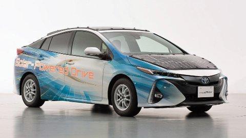 Denne Toyota Priusen er dekket med solceller, som i sin tur lader batteriet.