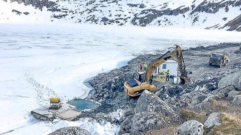 OMKOM: Karl Sverre Egeland (61) som var ansatt i Hæhre Entreprenør mistet livet da hjullasteren han kjørte i det da islagte Smibelgvatnet i Nordland 15. mai. Han ble funnet omkommet på 78 meters dyp denne uken etter en langvarig leteaksjon.