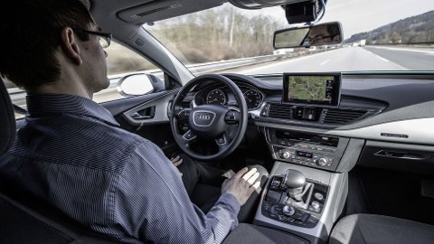 SKEPTISKE: En ny undersøkelse fra amerikanske J.D Power slår fast at et stort flertall er skeptisk til selvkjørende biler.