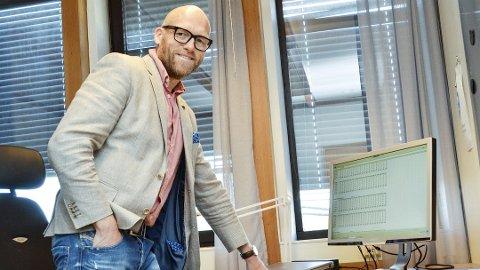 DELVIS FORBEREDT: Kommunedirektør Stig Rune Kroken hadde fått nyss om at det ville skje noe med skolesaken i torsdagens kommunestyremøte.