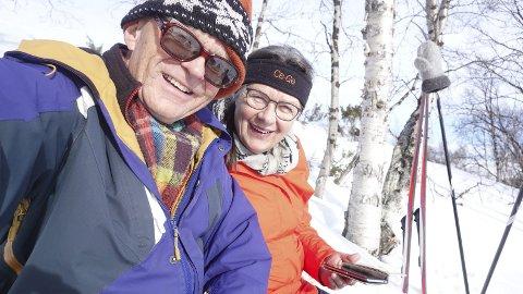 Store smil: Kjell og Gudbrun Bjørka er glade i å kjøre bil og tok det sporty at turen fra Noresund til Kirkenes ble både litt lenger og mer strabasiøs enn planlagt.