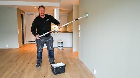 MALER: Tommy Andfossen driver MMH AS, og gir noen av sine beste tips for at du skal lykkes bedre med hjemme-oppussing i påska.