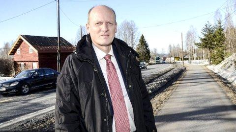 FORTSATT MULIG: Tidligere statssekretær i samferdselsdepartementet, Anders B. Werp fra Øvre Eiker mener det er tragisk hvis man ikke fortsetter å jobbe for ny firefelts vei mellom Hokksund og Åmot.