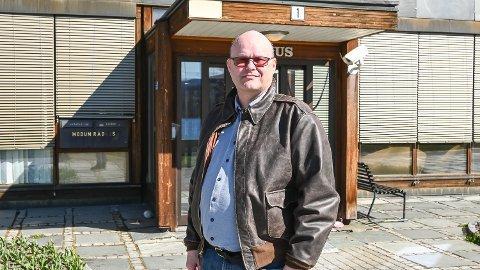 SKEPTISK: Reidar Jakobsen, avdelingsleder ved byggesaksavdelingen i Modum kommune, er skeptisk til hvor mye enklere hverdagen egentlig blir med nye regler for byggesaker.