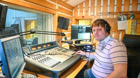 REDUSERT STRAFF: Radaktør Henrik Nikolai Pedersen i Radio Modum må vente til februar med å starte opp med radiobingo. I utgangspunktet ble de utestengt i ett år, men den er nå redusert til ni måneder.