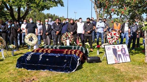 BEGRAVELSE: Emad (20), Ibrahim (18) og Yahya Jamal Sirwil (17) ble begravet ved Åmot kirkegård mandag.