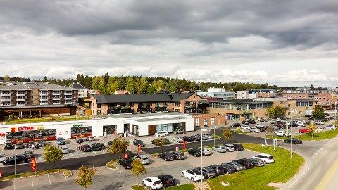 SOLGT: Vikersund Nærsenter og Kiwi-bygget har fått ny eier i Kirkeng Eiendom