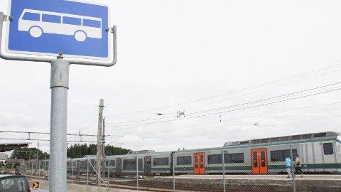 BUSS FOR TOG: De to siste avgangene på Jærbanen natt til søndag, er innstilt.