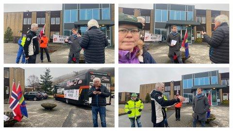 DEMONSTRERTE: Demonstrantar frå Motvind møtte bjerkreimordførar Kjetil Slettebø utanfor kommunehuset. Demonstrantane hadde med seg buss, men dei fleste kom i privatbilar – for ikkje å utfordra smittevernet.