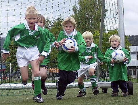 Ung og lovende: På Kjappen tok en hårfager Martin Ødegaard sine første finter for Drammen Strong.foto: grennæs